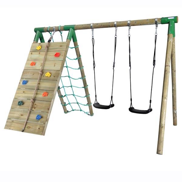 נדנדת עץ לילדים משולבת קיר טיפוס ביתי