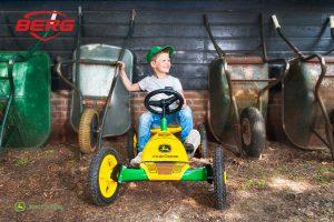 מכונית פדלים דגם Buddy John Deere של חברת BERG מהולנד לגיל 3-8
