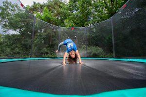 טרמפולינה אובלית של חברת BERG מהולנד 3.10 על 4.7 מטר ירוק
