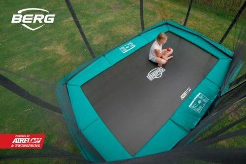 טרמפולינה מלבנית של חברת BERG מהולנד 2.2 על 3.3 מטר ירוק