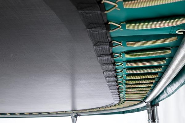 טרמפולינה אובלית של חברת BERG מהולנד 3.45 על 5.20 מטר אפור